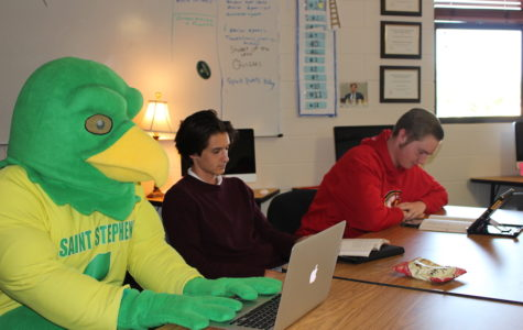 Photo of the Day: Freddy Falcon spotted in English class