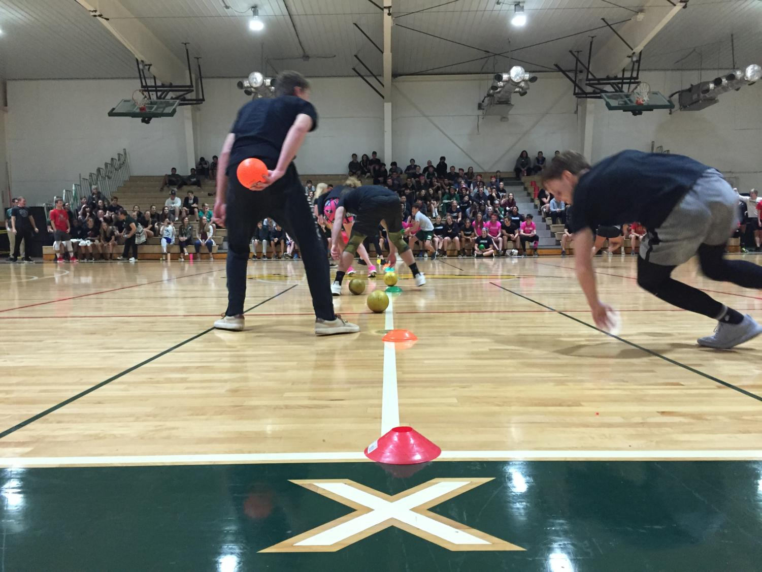Opponents+race+to+pick+up+the+dodgeballs+at+the+halfway+line.