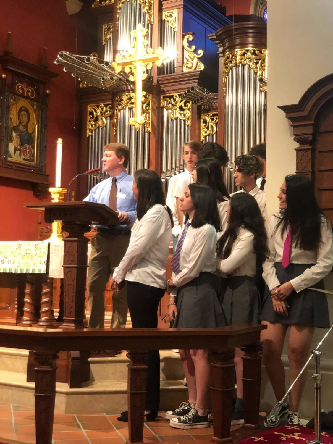 +Mr.+Whelan+introduces+the+Argentinian+students+as+they+give+their+performance+in+chapel
