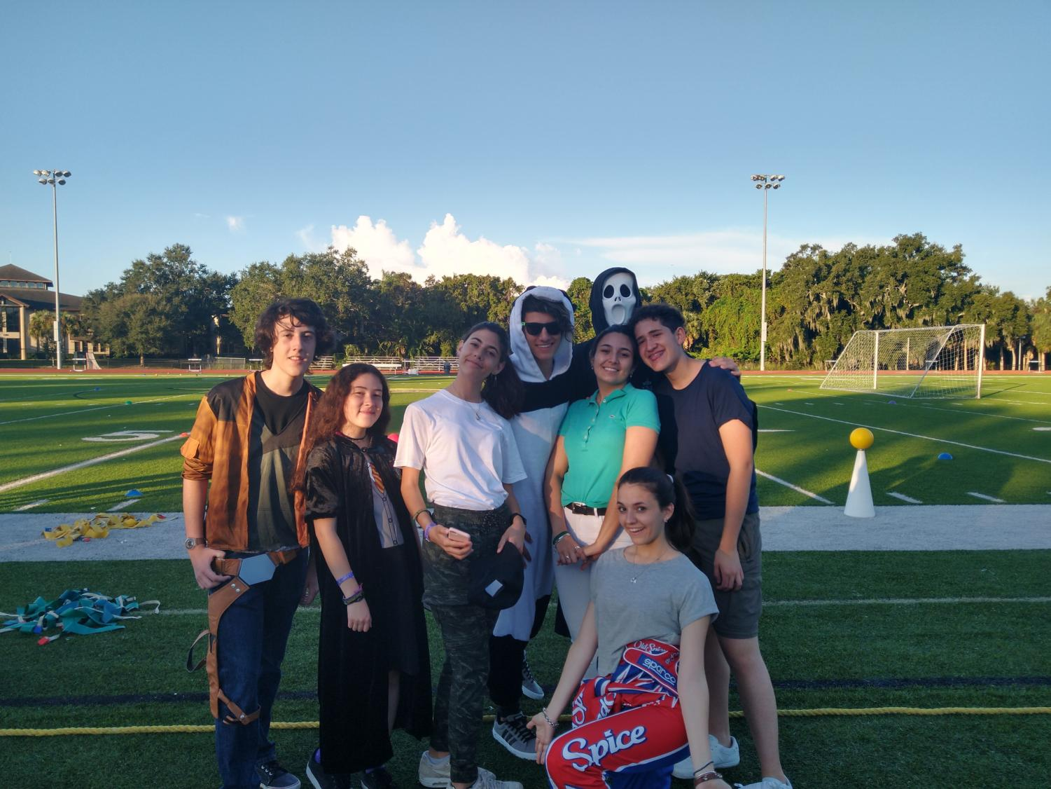 A+group+of+Argentinian+students+show+off+their+Halloween+costumes+