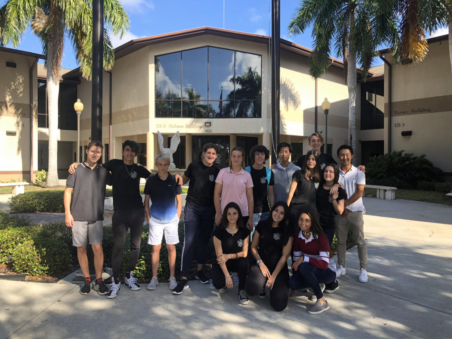 Exchange+and+Host+students+pose+together+for+one+final+picture+in+the+Palm+Courtyard