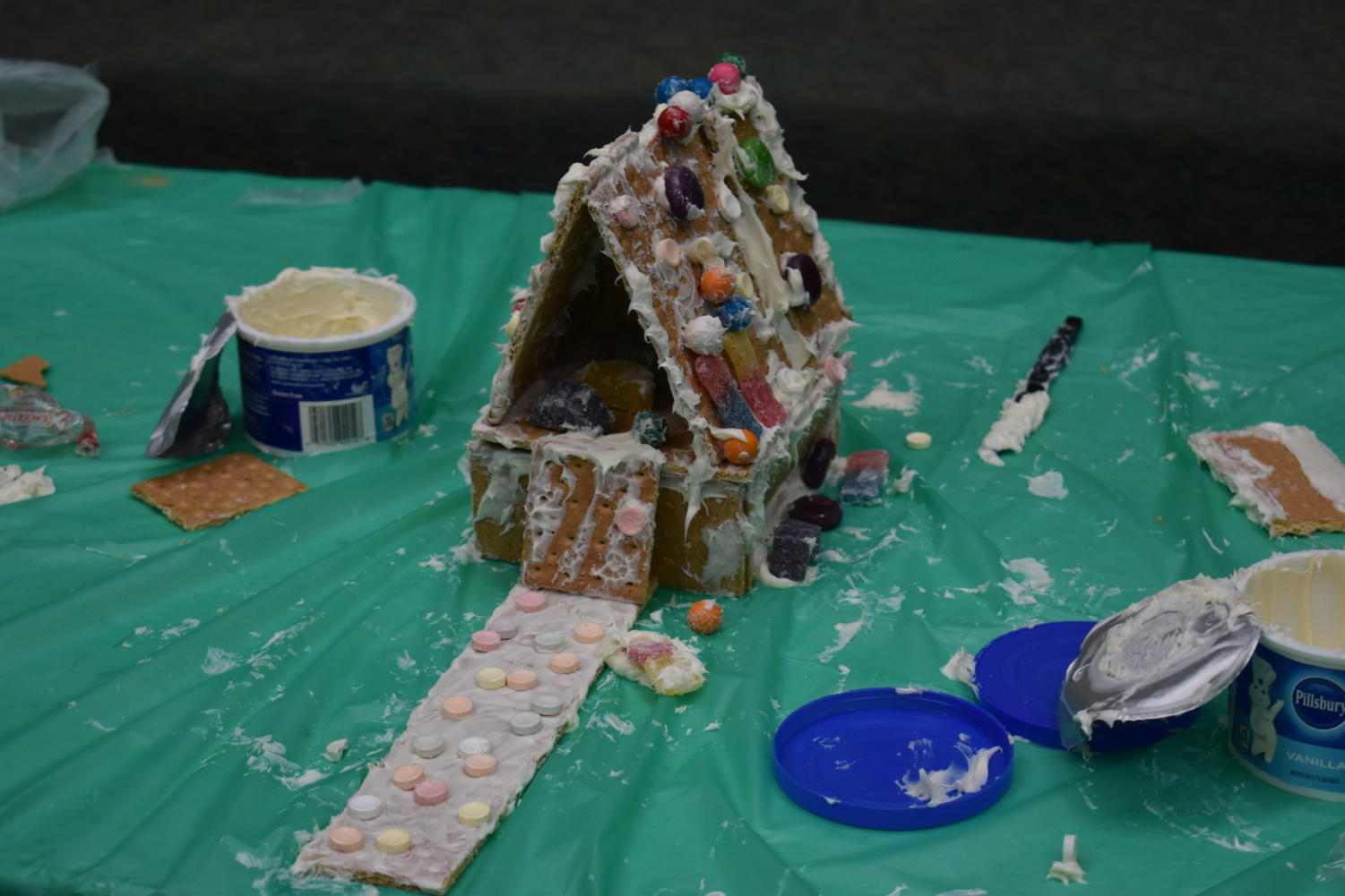 The+freshman+house+was+elegant+with+a+high+roof+decorated+with+gummies.