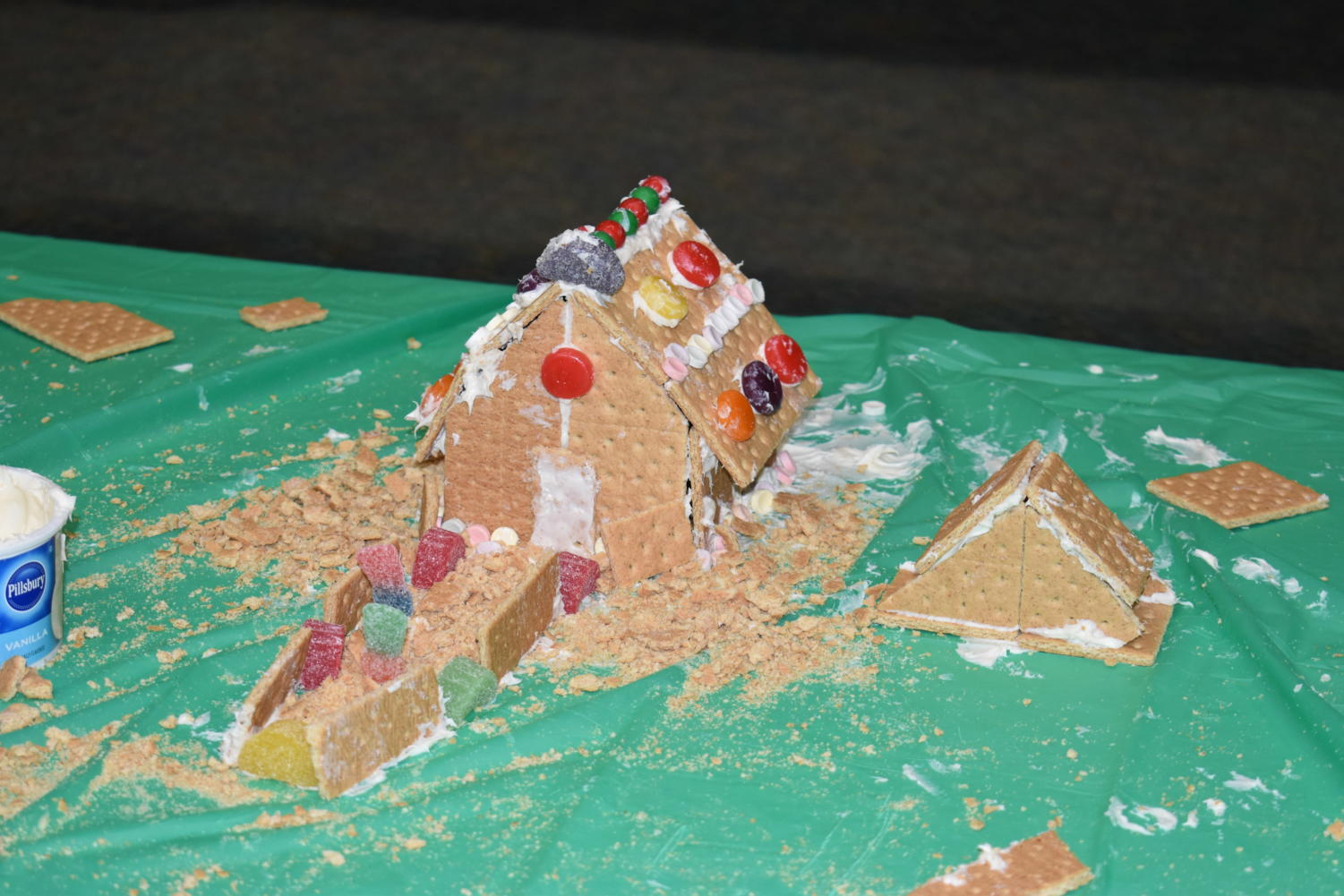The+junior%27s+traditional+styled+house+included+a+ginger+crumble+yard+and+a+gummy+pathway.