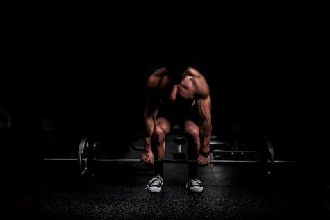 Many inexperienced lifters put themselves at risk of injury by incorrectly performing exercises such as the deadlift.